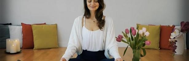 Йога студиа предлагат безплатни онлайн уроци за лекари
